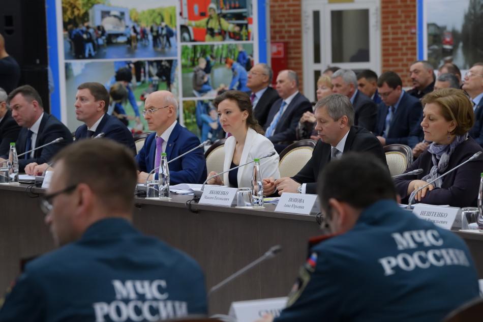 Анна Кузнецова обсудила вопросы организации детского отдыха в летний период