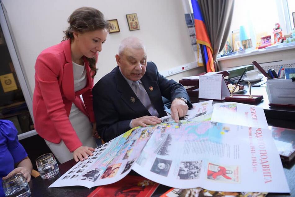 Анна Кузнецова обсудила с автором книг о Великой отечественной войне вопросы патриотического воспитания детей