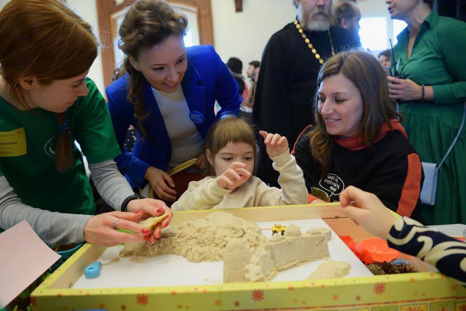 Детский омбудсмен Анна Кузнецова поприветствовала участников семейного инклюзивного фестиваля #ЛюдиКакЛюди.