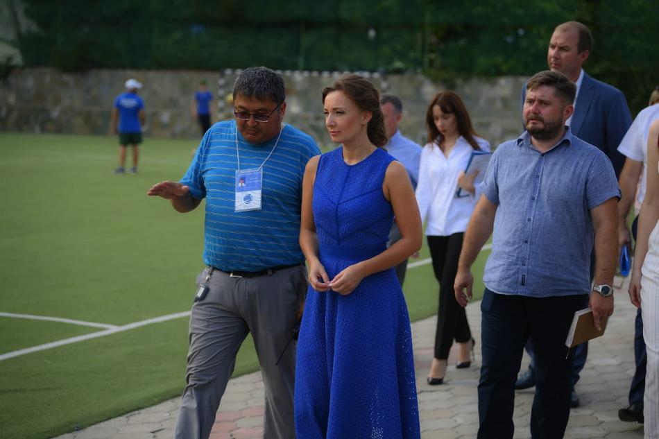 Анна Кузнецова посетила детский лагерь в Краснодарском крае