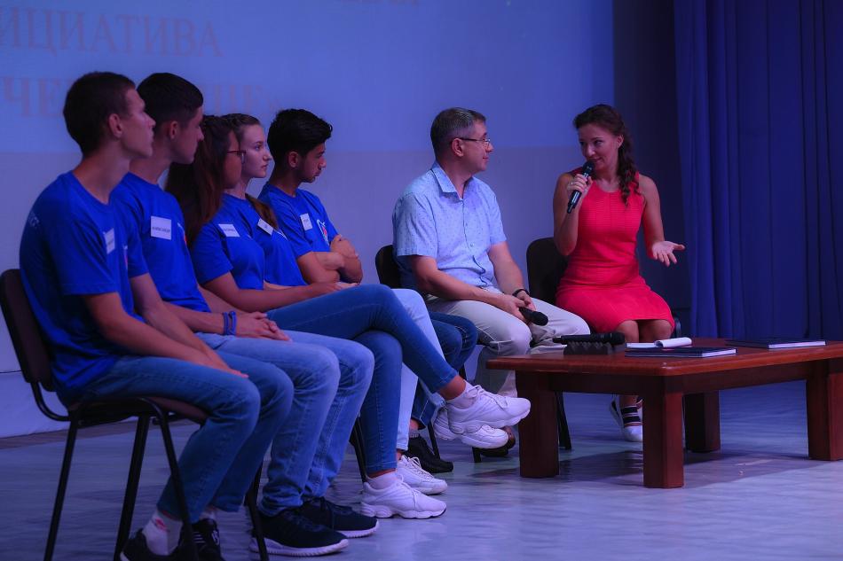 Детский омбудсмен в «Орленке» пообщалась с юными героями