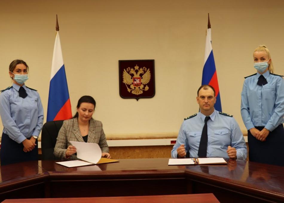 Уполномоченный по правам ребёнка в Калининградской области  и Прокурор Калининградской области  подписали новое соглашение о сотрудничестве.
