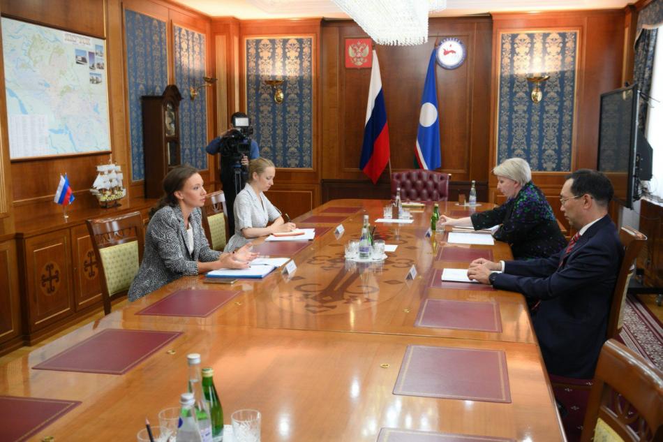 Анна Кузнецова и Глава Республики Якутия обсудили актуальные для региона вопросы в сфере детства
