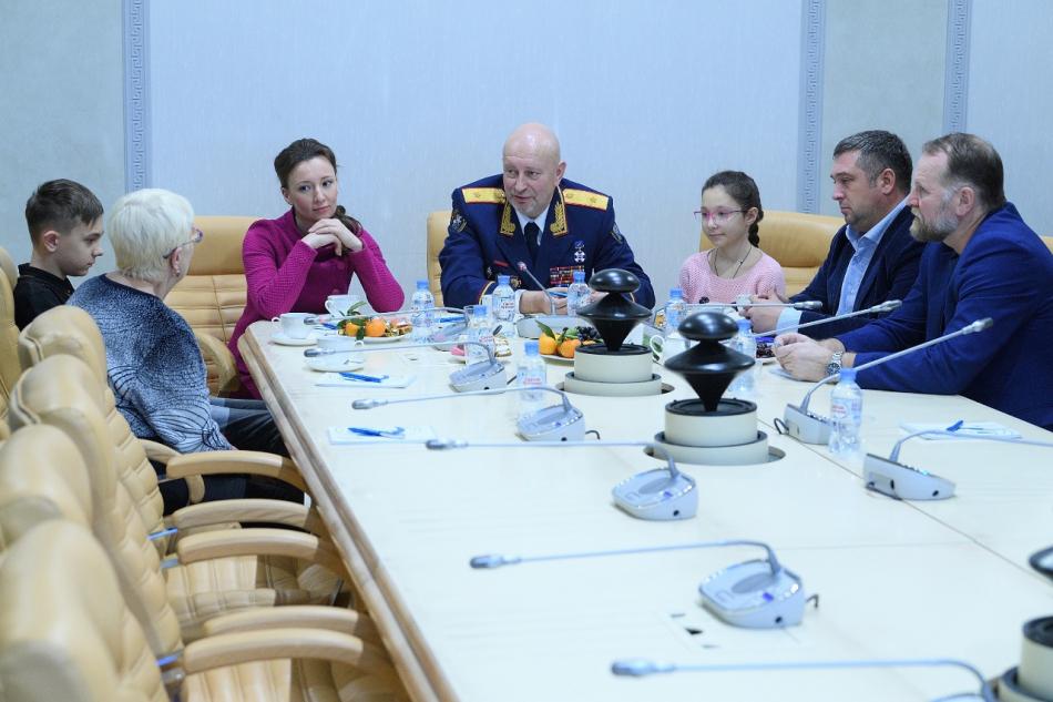 Анна Кузнецова помогает ребенку решить вопрос с образованием