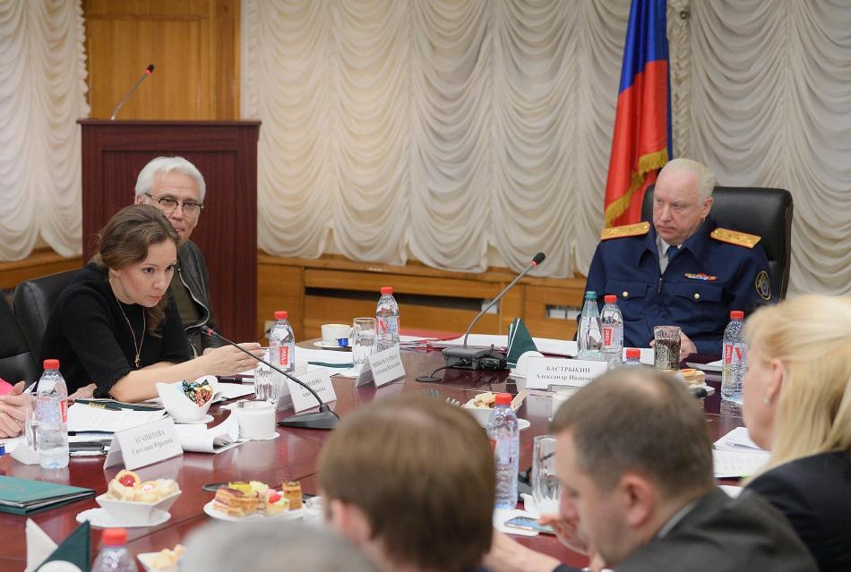 Анна Кузнецова призвала ускорить принятие программы по обеспечению детей-сирот жильем