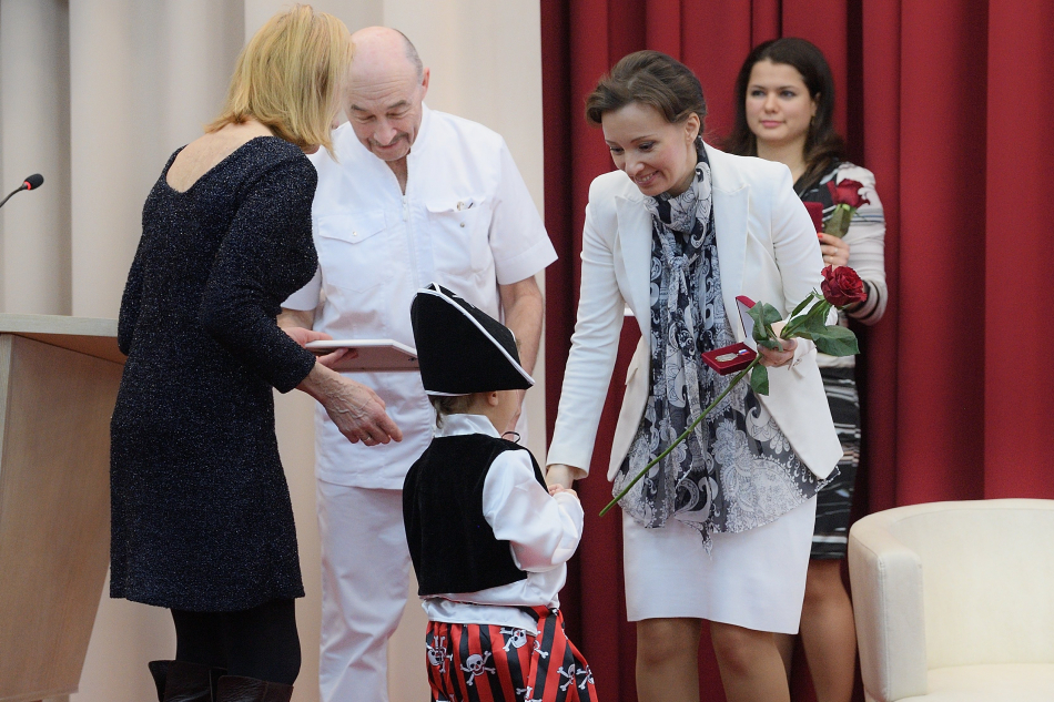 Анна Кузнецова приняла участие в церемонии награждения доноров в Центре трансплантологии в Москве