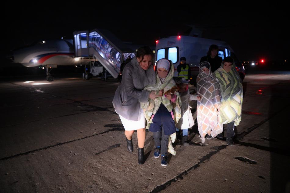 Анна Кузнецова встретила российских детей, вывезенных из Сирии