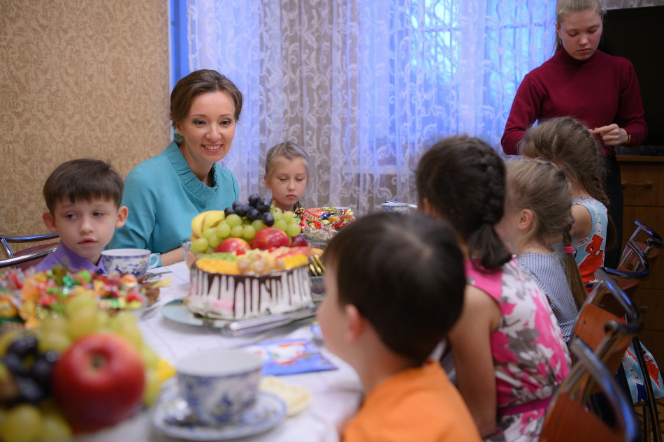 Анна Кузнецова посетила многодетную семью из Калининградской области