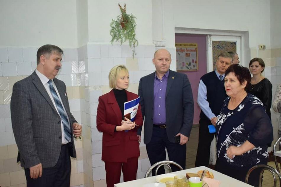 «Народный контроль» проверяет качество питания в липецких школах