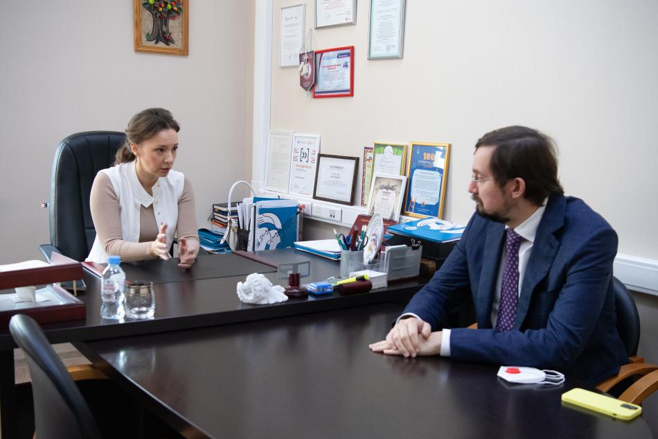 Анна Кузнецова и Алексей Репик обсудили доступность лекарственных препаратов для детей