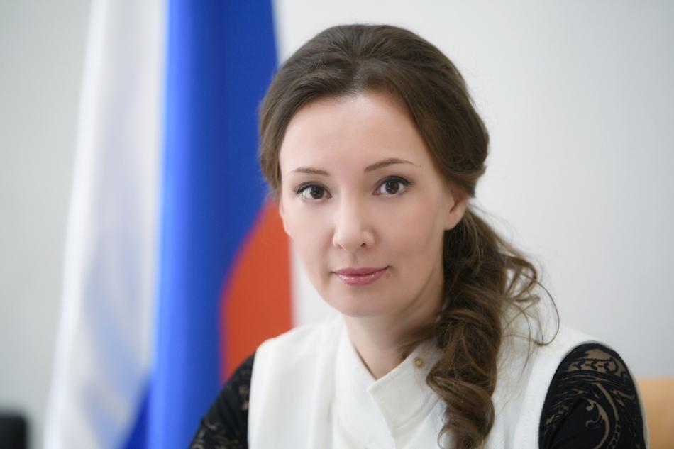 Анна Кузнецова поздравляет с Днем Конституции Российской Федерации