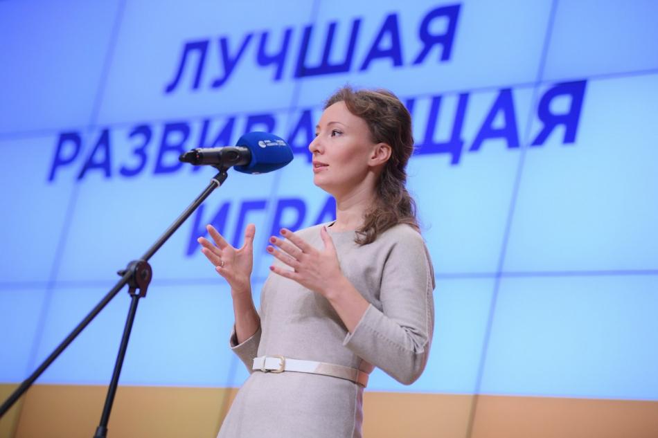 """Анна Кузнецова наградила победителей конкурса """"Позитивный контент"""""""