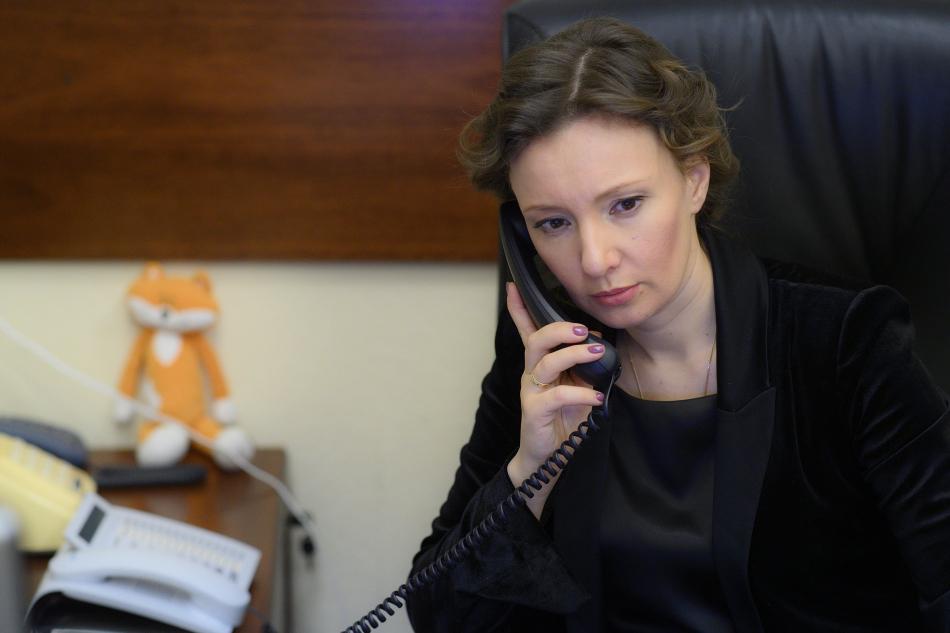 Анна Кузнецова находится на связи с детским омбудсменом Забайкалья по ситуации с семьей, обнаруженной в заброшенном здании