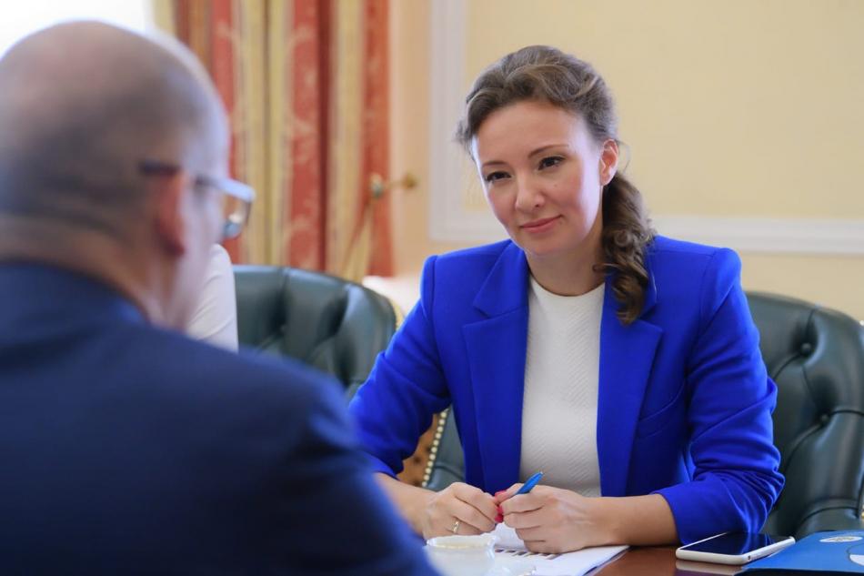 Анна Кузнецова обсудила с Александром Бречаловым актуальные вопросов в сфере детства в Удмуртии