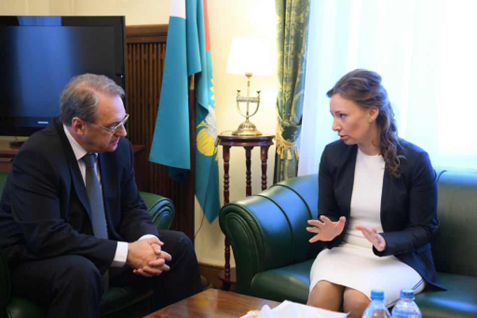 Анна Кузнецова и Михаил Богданов обсудили вопросы, связанные с возвращением российских детей из Ирака и Сирии