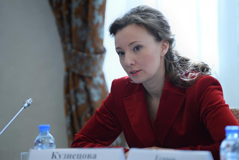 Анна Кузнецова помогла детям, оставшимся без попечения родителей