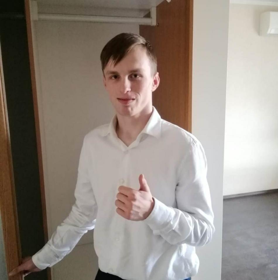 Артем Савельев, возвращенный в 2009 году после усыновления из США в Россию, получил ключи от квартиры