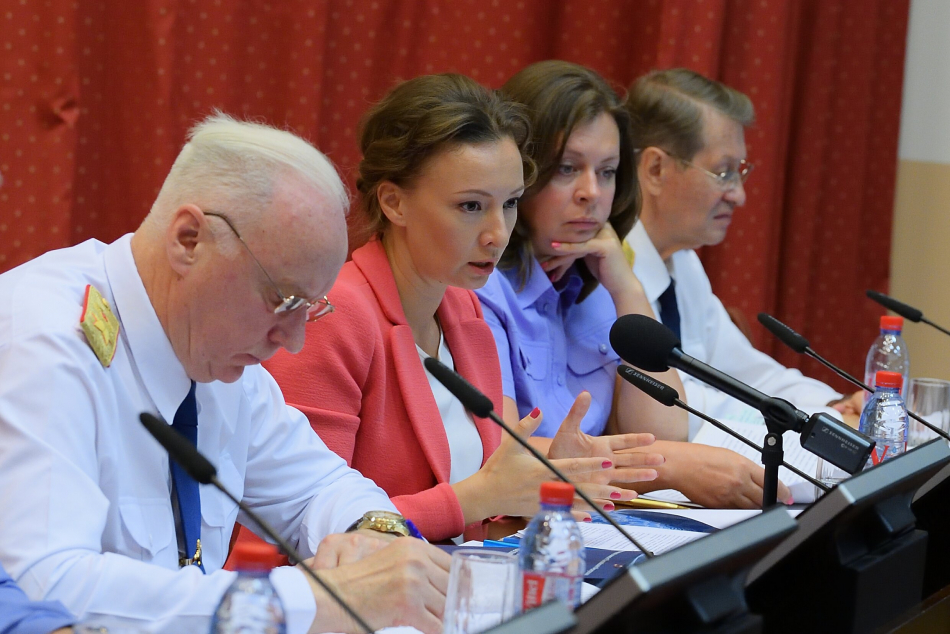 Анна Кузнецова на селекторном совещании СК России внесла ряд предложений по развитию института наставничества