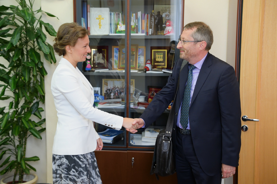 Анна Кузнецова провела рабочую встречу с главой Миссии по вопросам международного усыновления МИД Франции