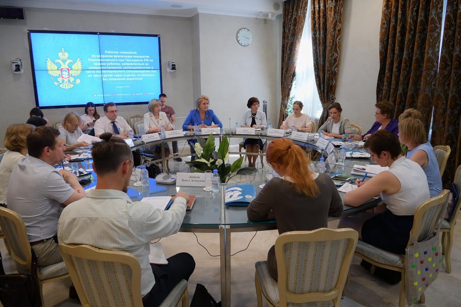 Анна Кузнецова провела совещание по вопросам совершенствования законодательства в части постинтернатного сопровождения детей-сирот