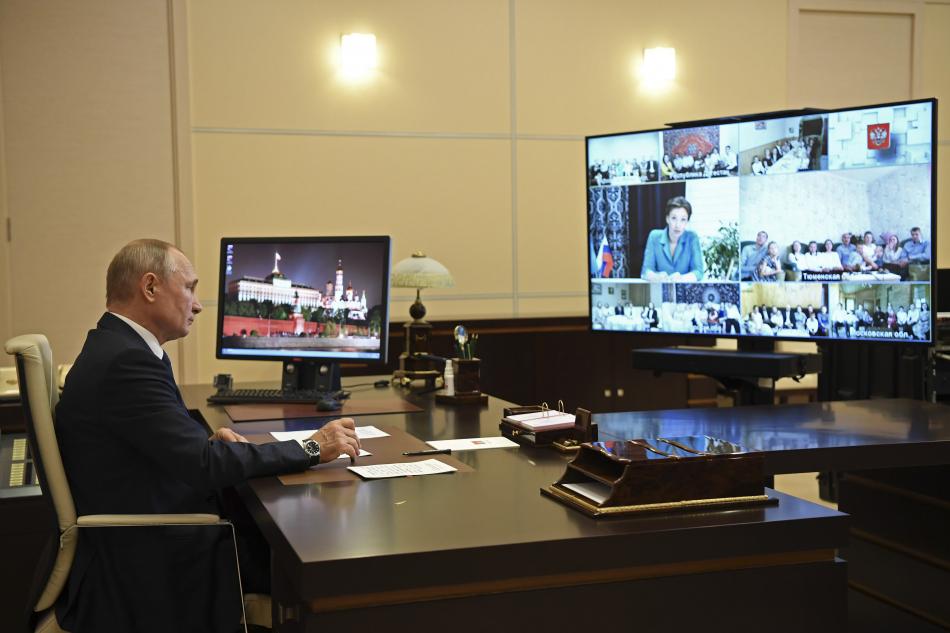 Анна Кузнецова в ходе рабочей встречи с Президентом РФ предложила реформировать органы опеки и попечительства