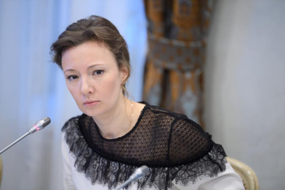Анна Кузнецова призывает находящиеся за границей семьи ускорить подачу документов для возвращения в Россию
