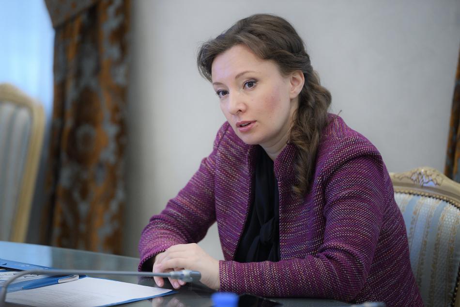 Анна Кузнецова предложила создать модель трудоустройства несовершеннолетних в каникулярный период