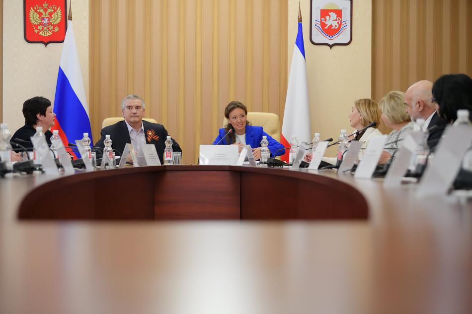 Анна Кузнецова объявила о начале модернизации воспитательных программ в образовательных организациях Крыма