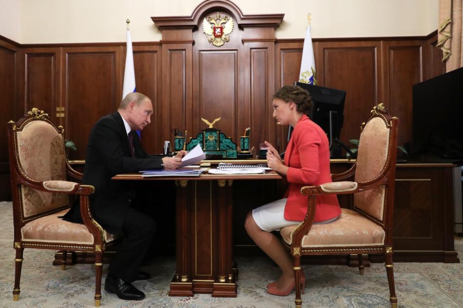 Анна Кузнецова рассказала главе государства о проекте «Социальный навигатор»
