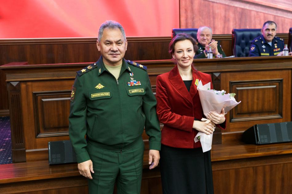 Анна Кузнецова награждена медалью Министерства обороны РФ