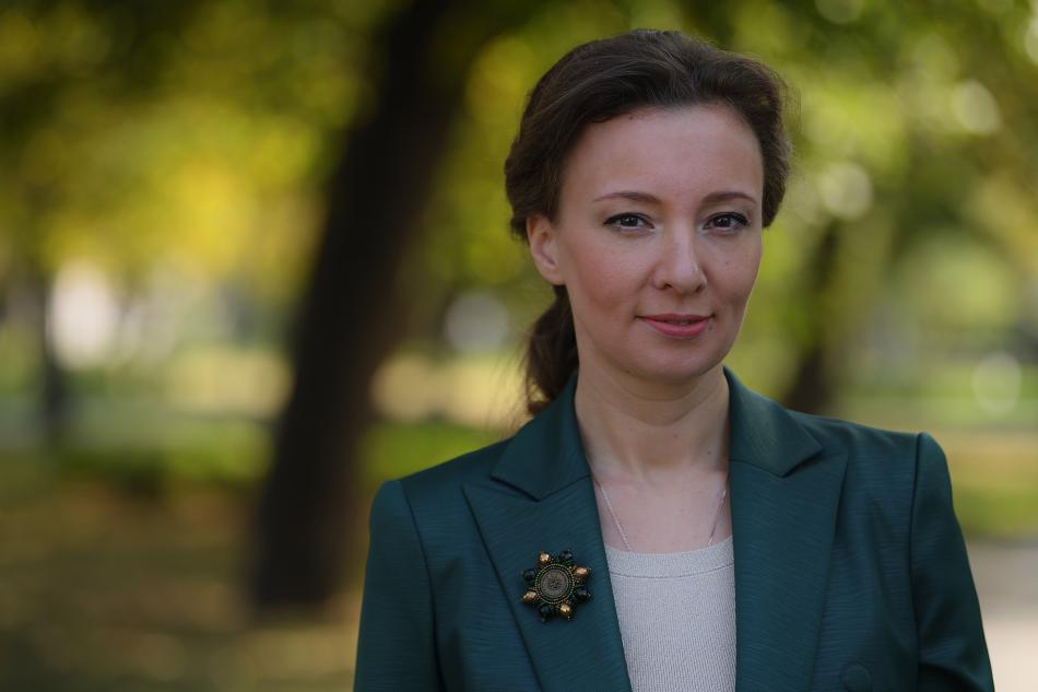 Анна Кузнецова поздравила педагогов с профессиональным праздником