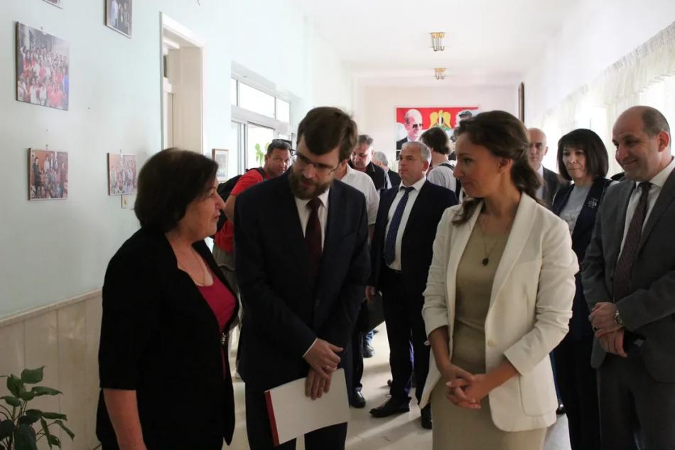 Анна Кузнецова посетила в Дамаске школу для детей погибших военнослужащих сирийской армии
