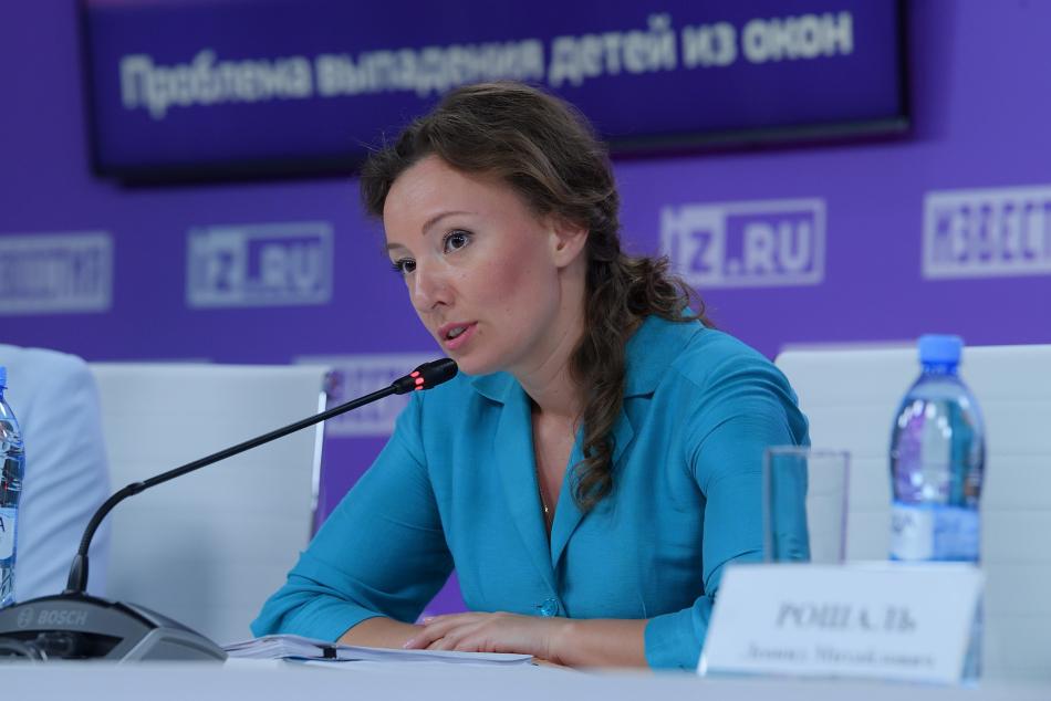 По просьбе Анны Кузнецовой МВД теперь будет вести статистику по выпадению детей их окон