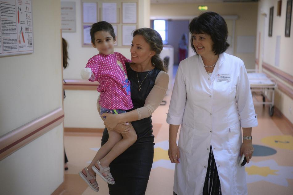 Анна Кузнецова навестила в больнице Айшу из Ингушетии